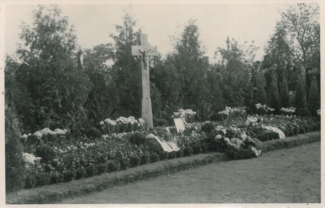 odsloniecie-tablicy-zostrzelanych-kornik-4-1945-strona