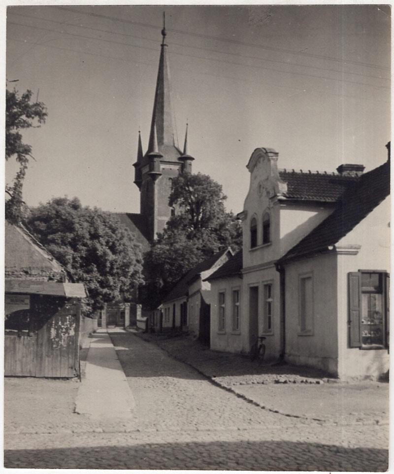 ulica Cmentarna Bnin około 1930 roku - Kościół Św. Wojeciecha