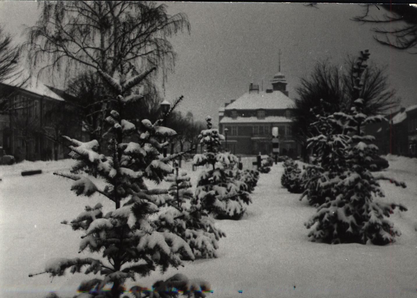 Ratusz w Kórniku - zima lata 90-te
