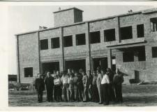 Budowa strażnicy OSP Kórnik - wznoszenie murów - 1976 rok