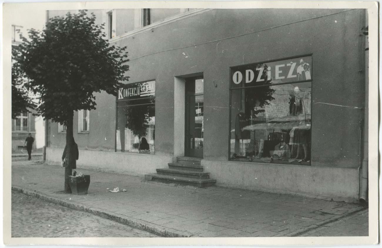 Sklep odzieżowy Kórnik, Plac Niepodległości 32, lata 70.
