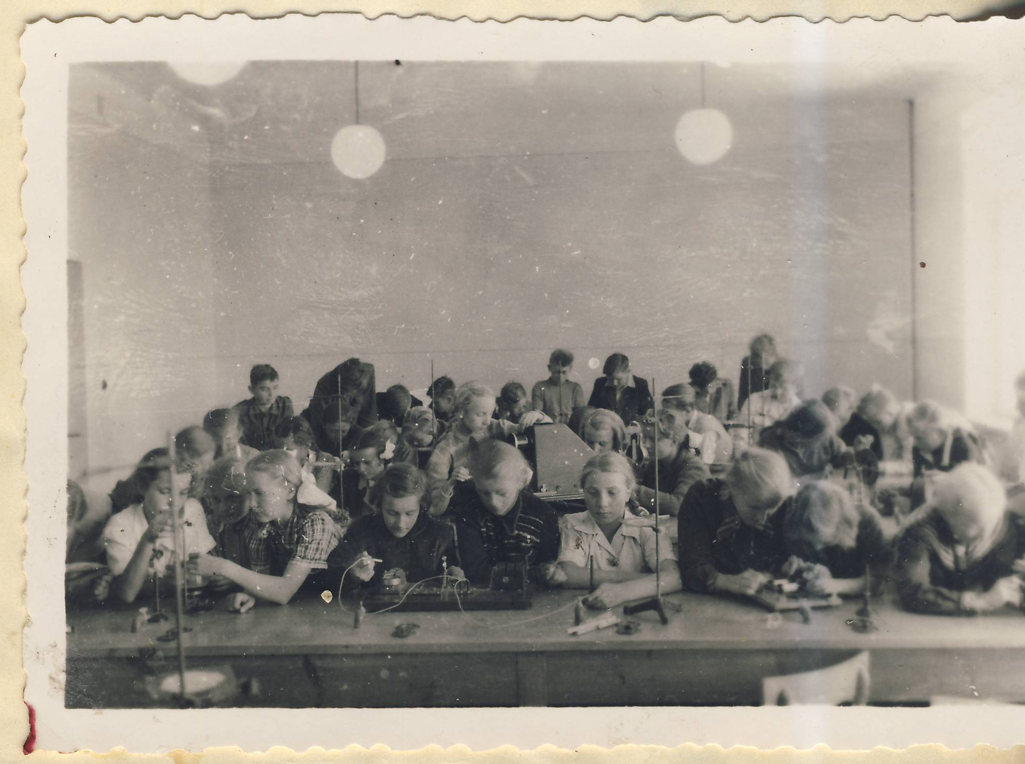 Rozpoczęcie roku szkolnego 1953 - Kórnik - lekcja fizyki