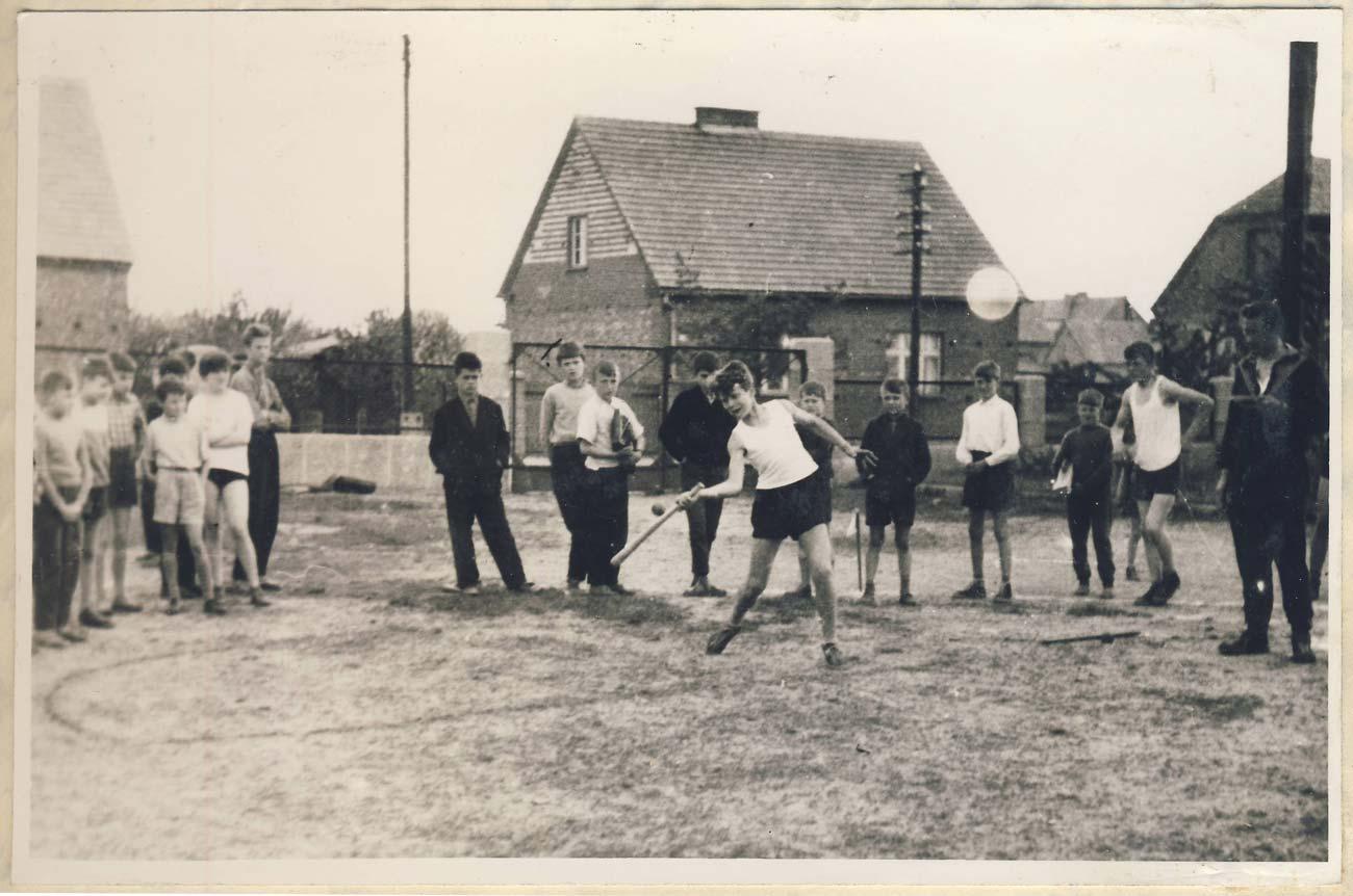 Boisko szkolne 1962 rok – Szkoła Podstawowa nr 1 w Kórniku