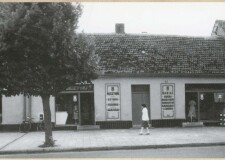 Plac Niepodległości 15 - lata 70. XX w. - obecnie budynek Tęczy