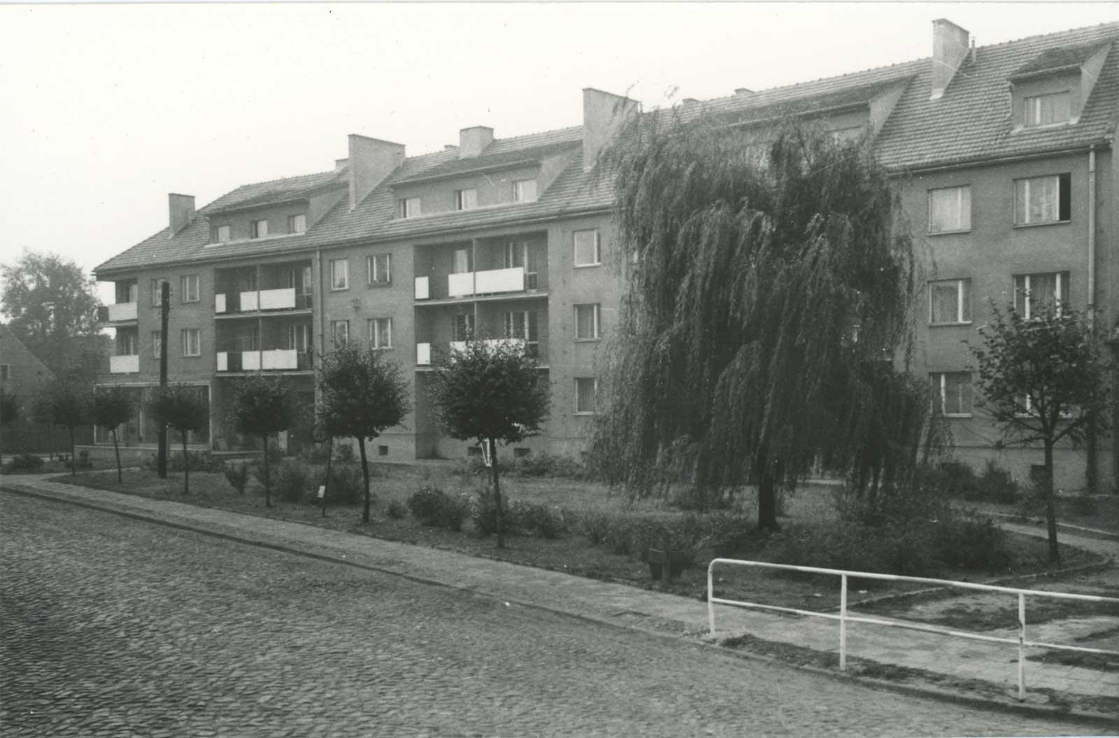 Blok przy Placu Powstańców Wielkopolskich nr 1